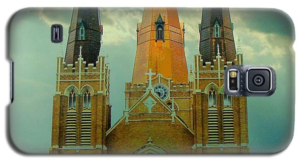 Cathedral Of The Holy Family  Galaxy S5 Case by Janette Boyd