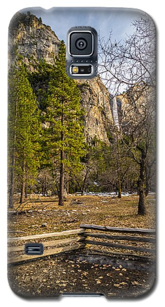 Cathedral Rock And Bridalveil Falls Galaxy S5 Case by Mike Lee