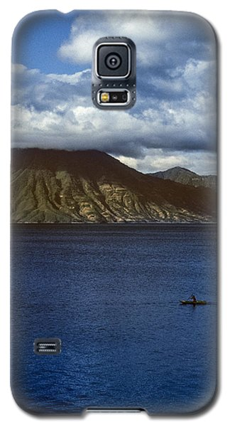Galaxy S5 Case featuring the photograph Cayuco On Lake Atitlan by Tina Manley