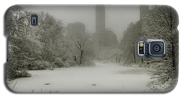 Galaxy S5 Case featuring the photograph Central Park Snowstorm by Chris Lord