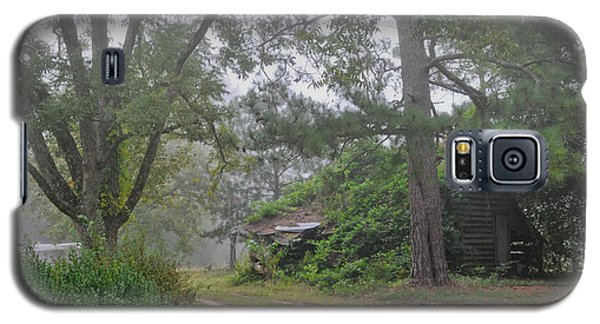 Century-old Shed In The Fog - South Carolina Galaxy S5 Case by David Perry Lawrence