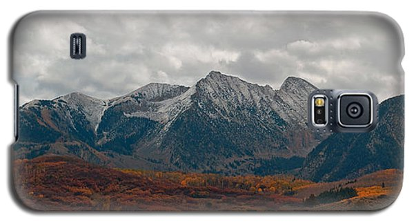 Galaxy S5 Case featuring the photograph Chair Mountain  by Eric Rundle