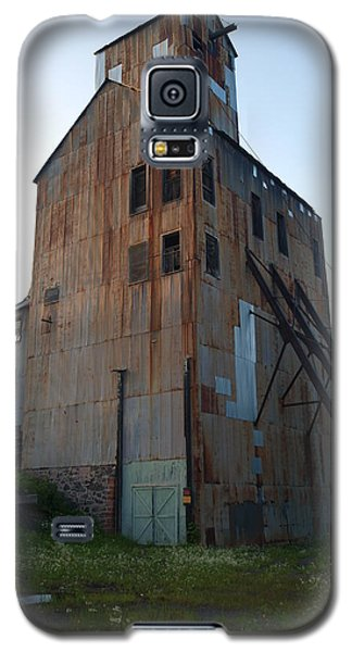 Galaxy S5 Case featuring the photograph Champion Mine Shafthouse by Jenessa Rahn