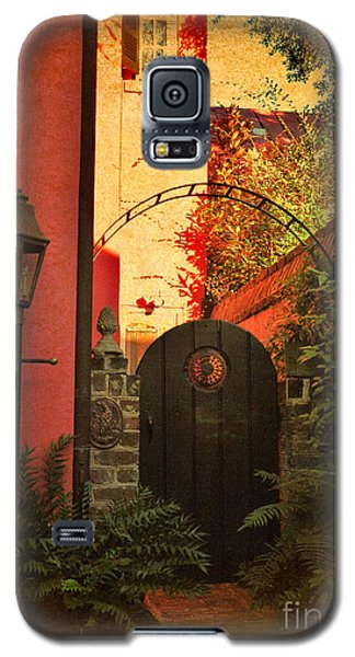 Galaxy S5 Case featuring the photograph Charleston Garden Entrance by Kathy Baccari