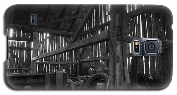 Galaxy S5 Case featuring the photograph Chassell Barn by Jenessa Rahn