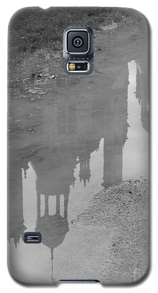 Galaxy S5 Case featuring the photograph Chateau Chambord Reflection by HEVi FineArt