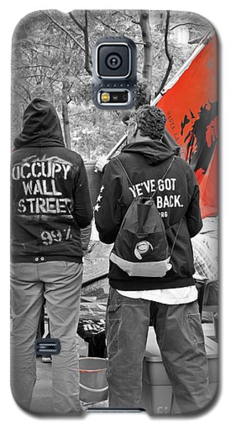Galaxy S5 Case featuring the photograph Che At Occupy Wall Street by Lilliana Mendez