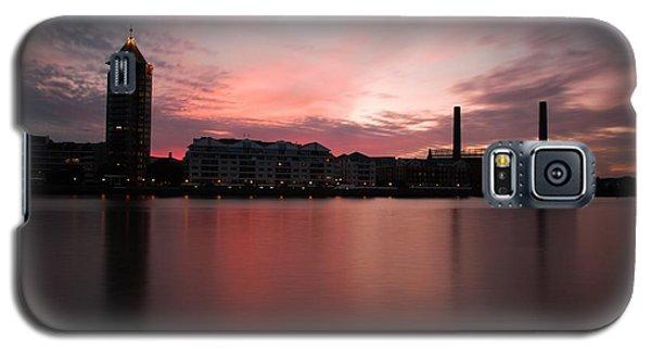 Galaxy S5 Case featuring the photograph Chelsea Harbour 2 by Mariusz Czajkowski