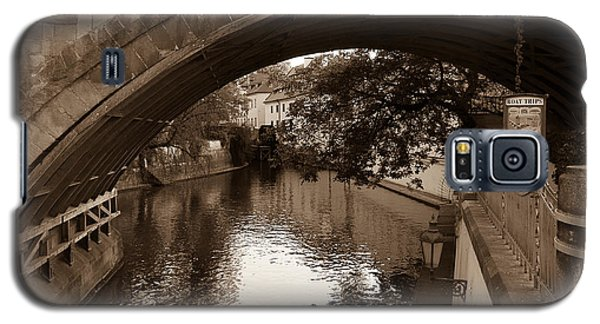 Galaxy S5 Case featuring the photograph Chertovka River by Sergey Simanovsky
