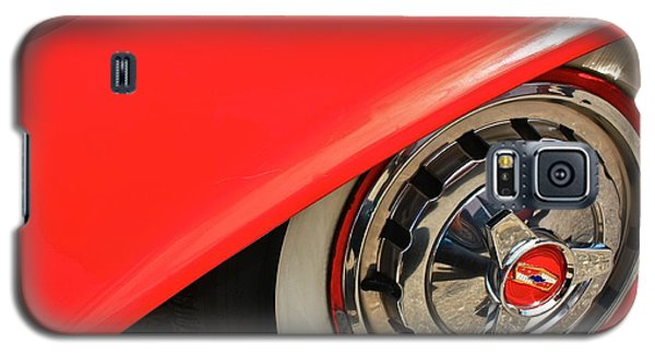 Galaxy S5 Case featuring the photograph 1955 Chevy Rim by Linda Bianic