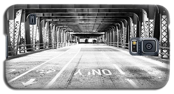 Architecture Galaxy S5 Case - Chicago Wells Street Bridge Picture by Paul Velgos