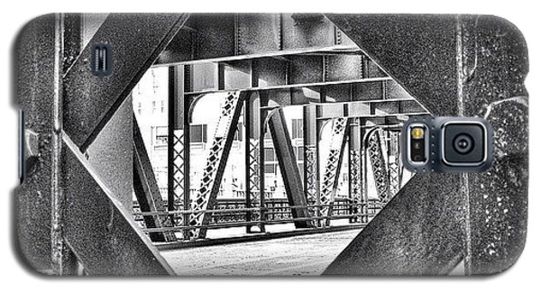 Architecture Galaxy S5 Case - Chicago Bridge Iron In Black And White by Paul Velgos