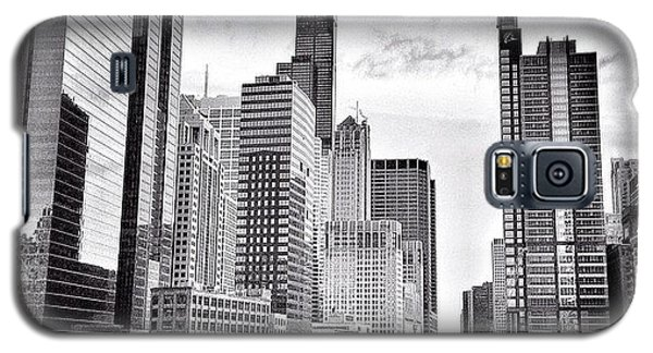 Architecture Galaxy S5 Case - Chicago River Buildings Black And White Photo by Paul Velgos