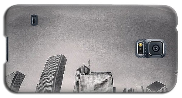 Cloud Gate Chicago Skyline Reflection Galaxy S5 Case by Paul Velgos