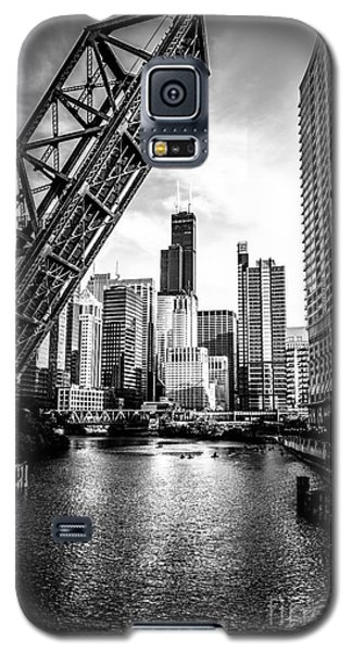 Architecture Galaxy S5 Case - Chicago Kinzie Street Bridge Black And White Picture by Paul Velgos
