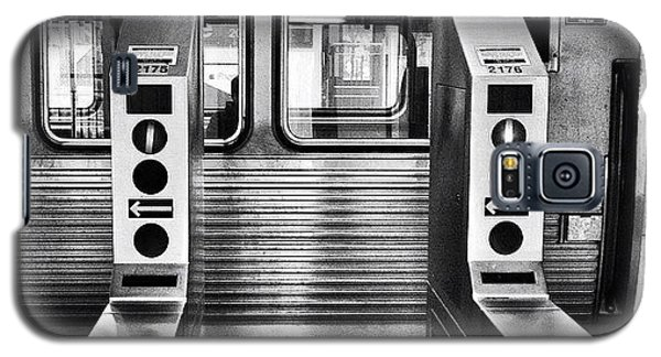 City Galaxy S5 Case - Chicago L Train Gate In Black And White by Paul Velgos
