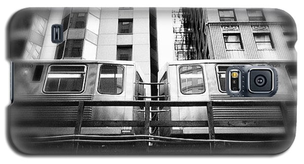 Architecture Galaxy S5 Case - Chicago L Train In Black And White by Paul Velgos