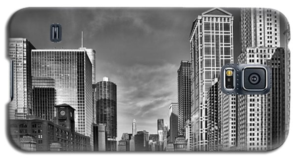 Chicago River In Black And White Galaxy S5 Case by Sebastian Musial