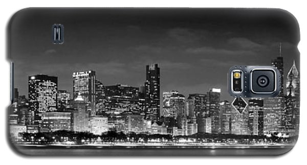 Chicago Skyline At Night Black And White Galaxy S5 Case by Jon Holiday