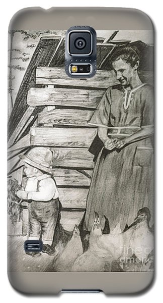 Chicken Coop - Woman And Son - Feeding Chickens Galaxy S5 Case