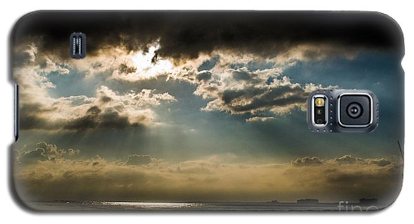 Galaxy S5 Case featuring the photograph Chick's Beach Morning by Angela DeFrias
