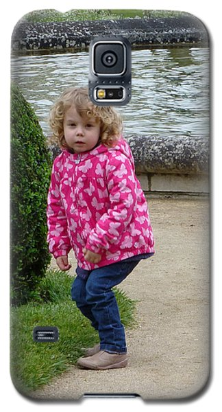Galaxy S5 Case featuring the photograph Child In Catherines Garden by Susan Alvaro