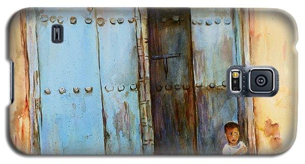 Child Sitting In Old Zanzibar Doorway Galaxy S5 Case