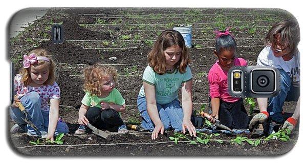 Children At Work In A Community Garden Galaxy S5 Case