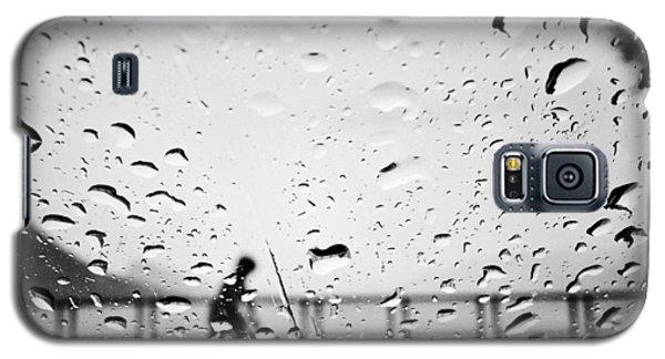 Children In Rain Galaxy S5 Case by Jerry Cordeiro