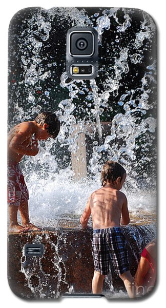 Children In The Fountain Galaxy S5 Case