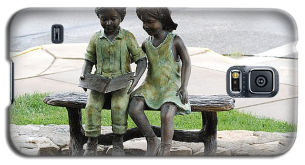 Galaxy S5 Case featuring the photograph Children Statue by Mark McReynolds