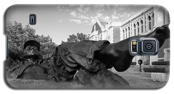 Chillin On The North Oval Galaxy S5 Case by Nathan Hillis