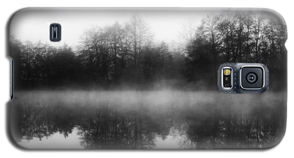 Chilly Morning Reflections Galaxy S5 Case by Miguel Winterpacht