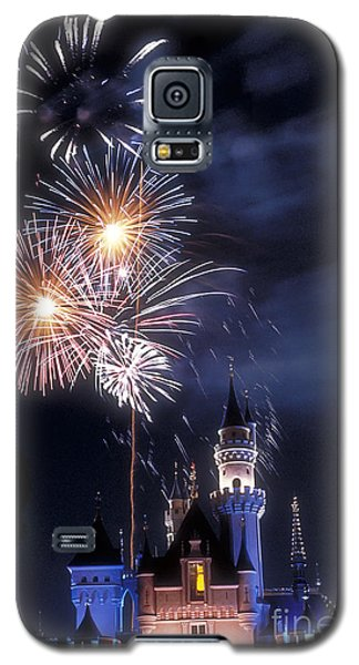 Cinderella Castle Fireworks Iconic Fairy-tale Fortress Fantasyland Galaxy S5 Case by David Zanzinger