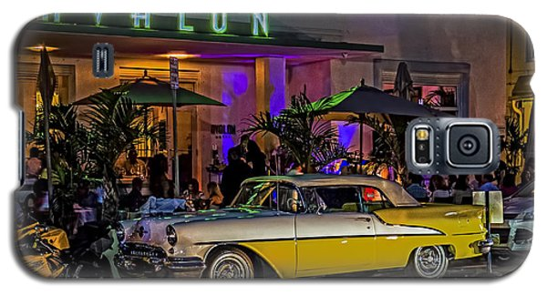 Galaxy S5 Case featuring the photograph Classic Car At The Avalon by Rob Tullis