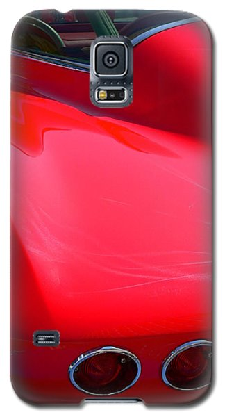 Galaxy S5 Case featuring the photograph Classic Corvette Art Lines by Jeff Lowe