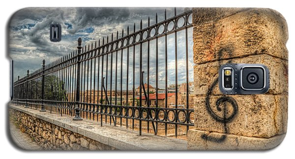 Galaxy S5 Case featuring the photograph Clef At Hadrian's Library by Micah Goff