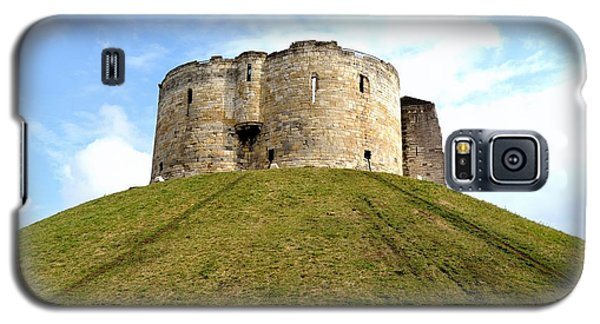 Galaxy S5 Case featuring the photograph Clifford's Tower York by Scott Lyons