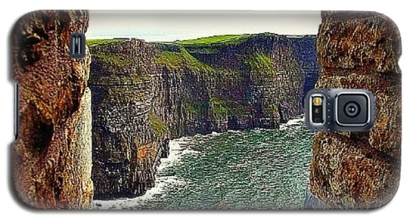 Cliffs Of Moher From O'brien's Tower Galaxy S5 Case by Tara Potts