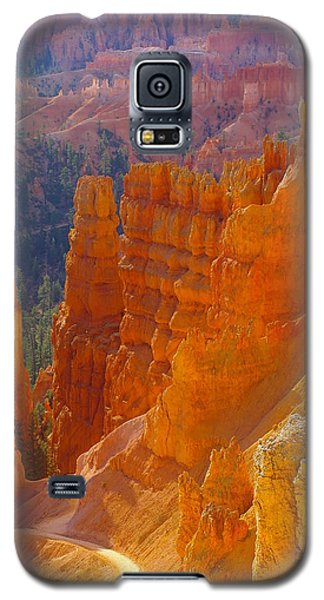 climbing out of the Canyon Galaxy S5 Case by Jeff Swan