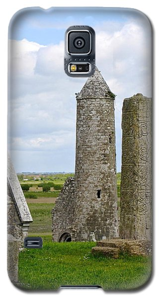Clonmacnoise Towers Galaxy S5 Case by Suzanne Oesterling