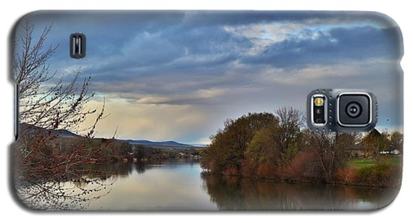 Galaxy S5 Case featuring the photograph Clouds On The River 2 by Lynn Hopwood