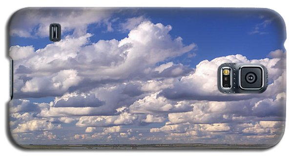 Galaxy S5 Case featuring the photograph Clouds Over Cheyenne Bottoms by Rob Graham