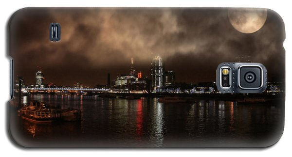 Clouds Over The River Thames Galaxy S5 Case by Doc Braham