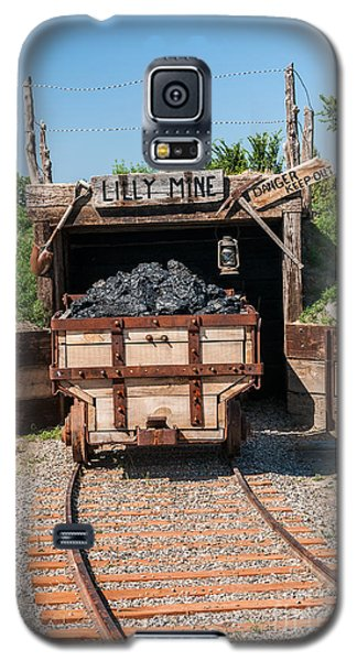 Galaxy S5 Case featuring the photograph Coal Cart Leaving The Mine by Sue Smith
