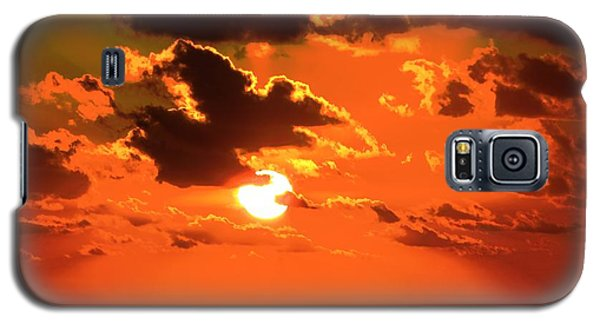 Galaxy S5 Case featuring the photograph Coco Cay Sunset by Jennifer Wheatley Wolf