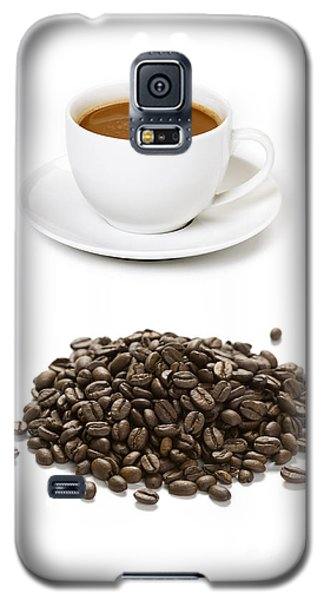 Galaxy S5 Case featuring the photograph Coffee Cups And Coffee Beans by Lee Avison