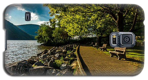 Galaxy S5 Case featuring the photograph Cold Spring By The Hudson by Rafael Quirindongo