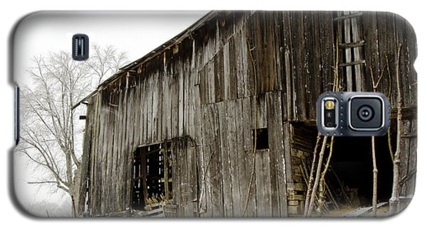 Cold Winter At The Barn  Galaxy S5 Case by Wilma  Birdwell