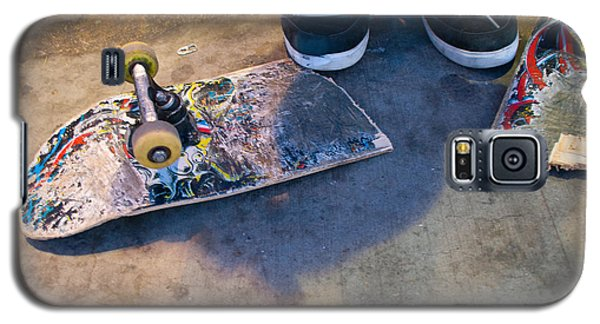 Colorful Busted Skateboard With Shoes  Galaxy S5 Case